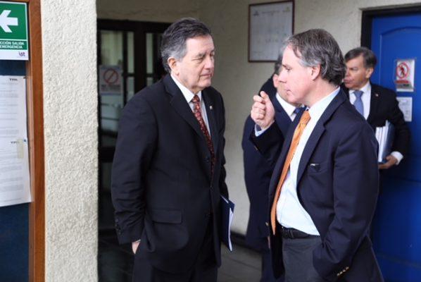 Canciller Ampuero se reúne con presidente de la Empresa Portuaria Arica