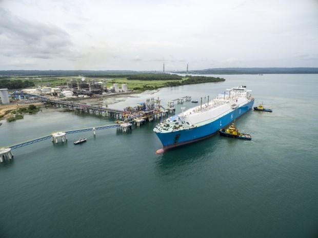 Panamá: Arriba primer embarque de GNL al muelle de AES Colón