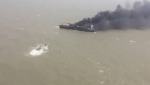 Rescatan a 22 tripulantes desde portacontenedores en llamas en la India