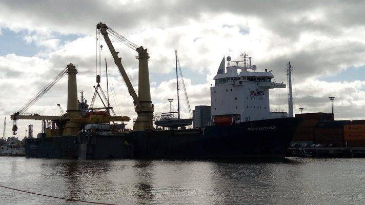 Uruguay: Proa de draga 21 de julio ingresa a dique para ser ensamblada con cuerpo central de la nave