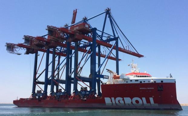 Zarpan desde Egipto nuevas grúas para el terminal Noatum del Puerto de Málaga