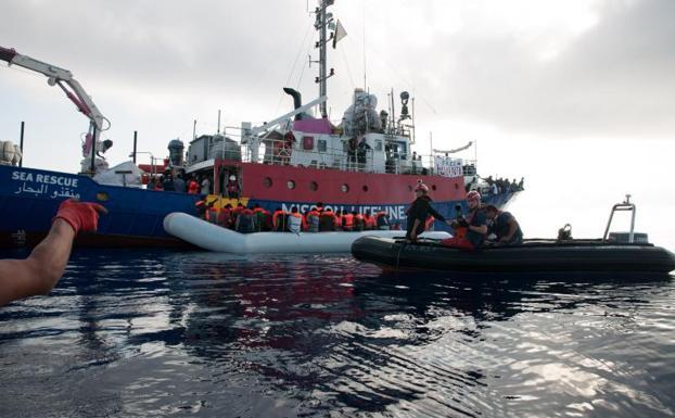 Gobierno italiano vuelve a cerrar sus puertos para el desembarco de refugiados