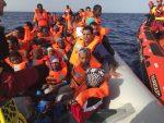 Open Arms pide autorización para desembarcar 60 refugiados en España