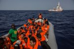 Gobierno español autoriza desembarque de refugiados del Open Arms en Puerto de Barcelona