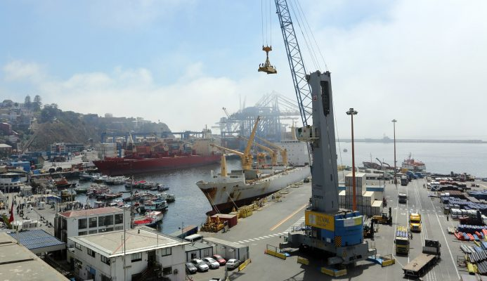 Detectan filtración de ácido acético en camión que ingresaba a Puerto Valparaíso