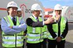 Ministro de Hacienda conoce operativa de descarga de piezas de parque eólico en Puerto Lirquén