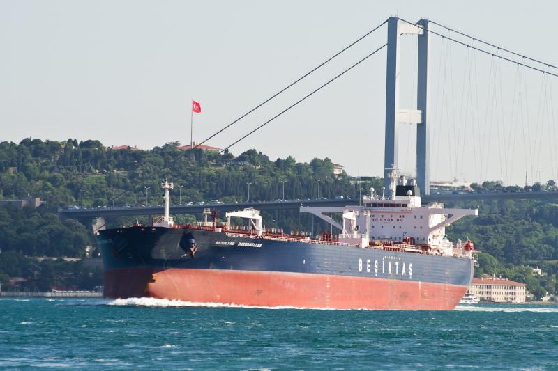 Turquía modifica normativas de tráfico marítimo en sus estrechos
