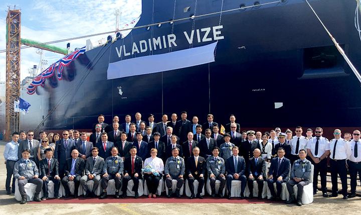 Bautizan nuevo buque transportador de GNL rompehielos construido por DSME