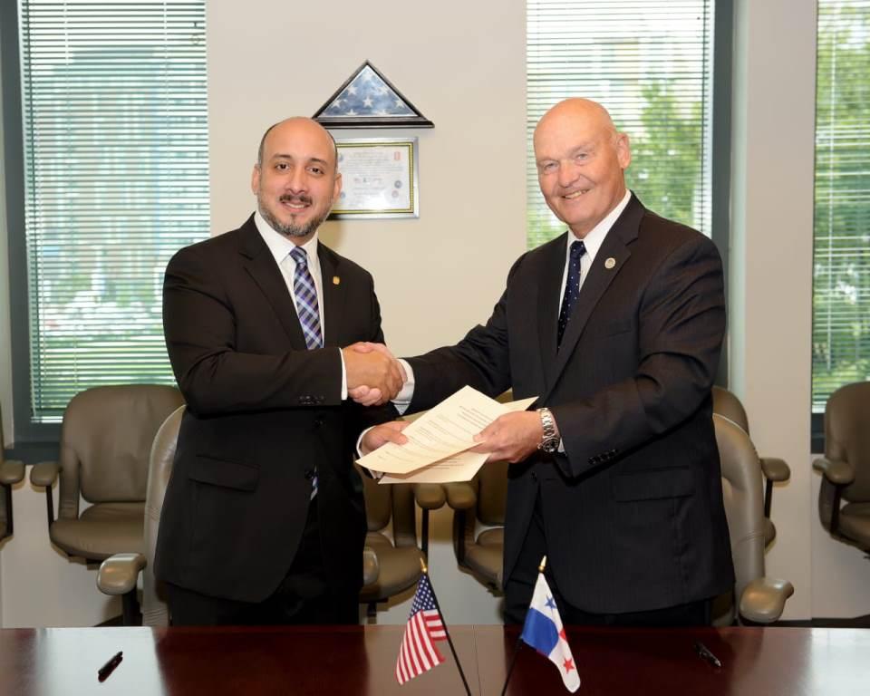 Panamá y Estados Unidos firman acuerdo de cooperación para el transporte marítimo