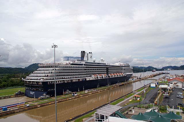Holland America Line realizará 30 viajes para visitar y cruzar el Canal de Panamá en 2019