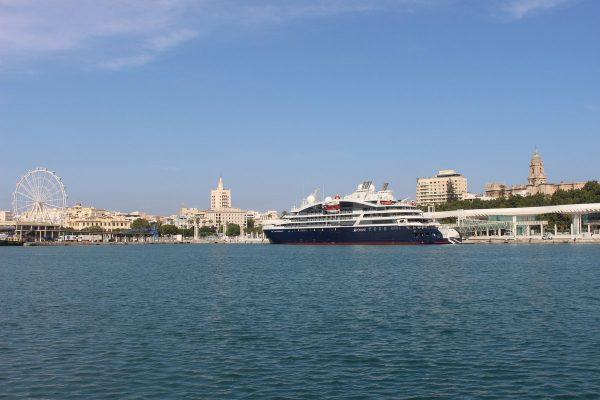 Puerto de Málaga atiende escala inaugural del crucero Le Lapérouse