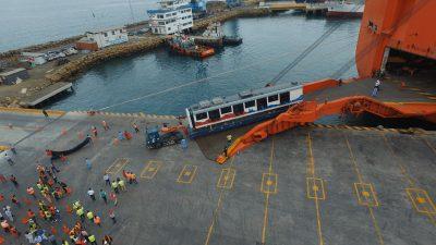 Arriban primero vagones del Metro de Quito al Puerto de Manta — Ecuador