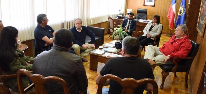 Ministro del Trabajo se reúne con portuarios de Arica