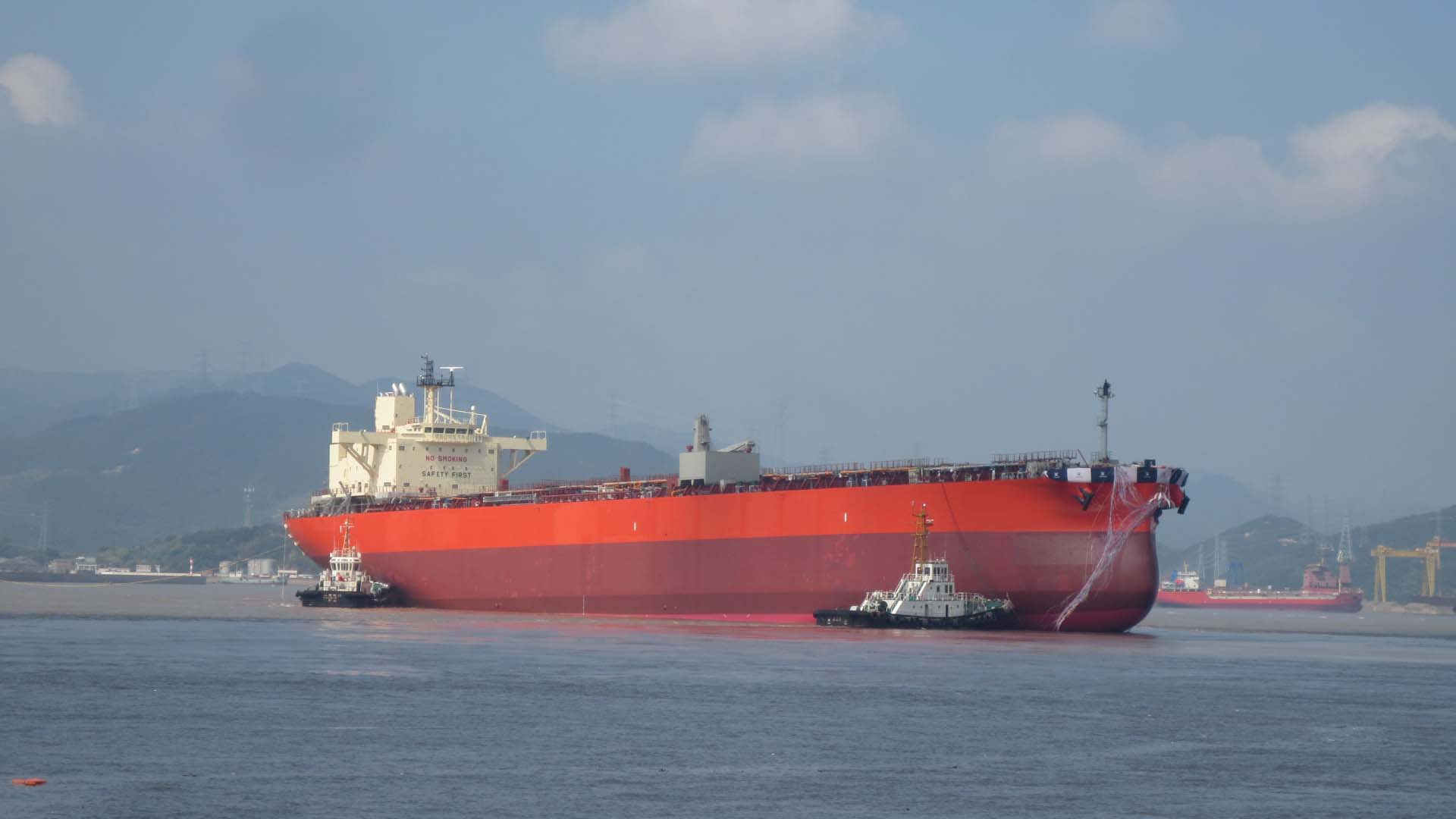 Tsuneishi Shipbuilding lanza buque tanque LR1 con mayor capacidad de carga