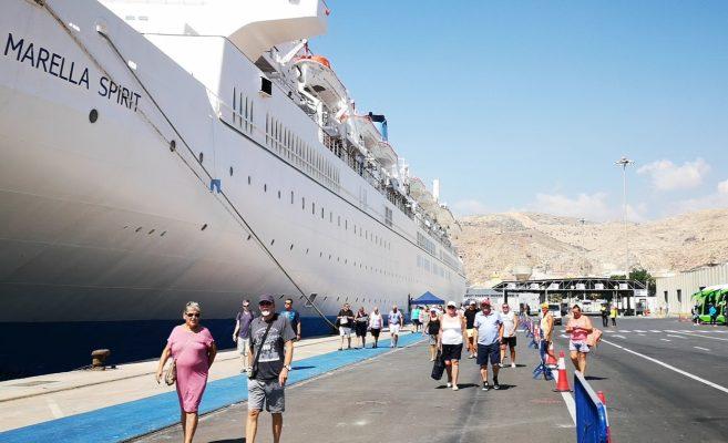 Crucero evitará recalar a Portugal debido a mal tiempo generado por huracán Leslie