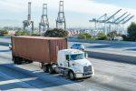 Puertos de Los Ángeles y Long Beach solo aceptarán camiones modelo 2014 o más recientes