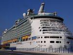 Royal Caribbean compensará emisiones de carbono a través de construcción de parque eólico