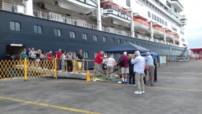 Zaandam se dirige a Chile tras abrir temporada de cruceros en Manta