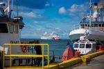 Rachas de viento impiden desembarco de pasajeros del AIDAaura en Punta Arenas