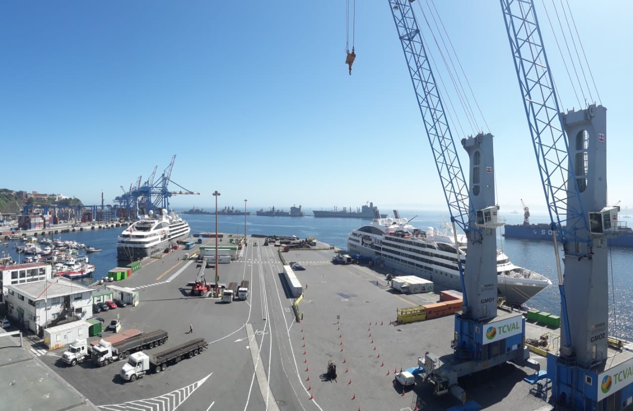Doble recalada de cruceros Ponant en Terminal Cerros de Valparaíso