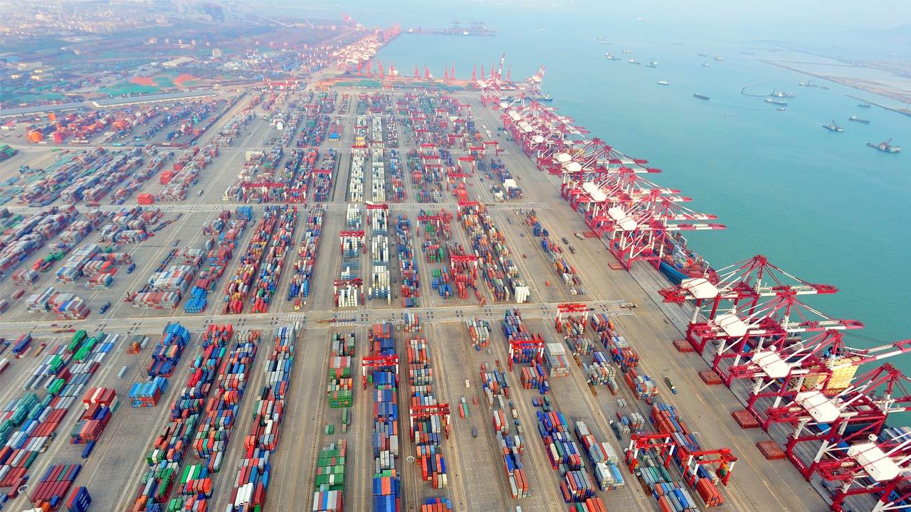 Puerto de Shanghai totaliza 42 millones de TEUs movilizados en 2018