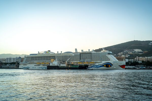 España: AIDAnova completa el primer abastecimiento de GNL en Santa Cruz de Tenerife