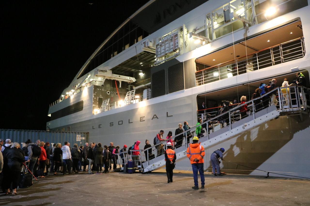240 pasajeros del crucero Le Soleal embarcan en Talcahuano Terminal Portuario
