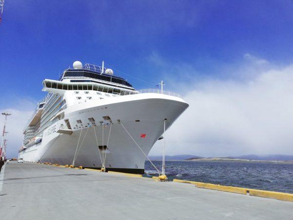 Argentina: Celebrity Eclipse se convierte en el crucero más grande en visitar Ushuaia durante la temporada