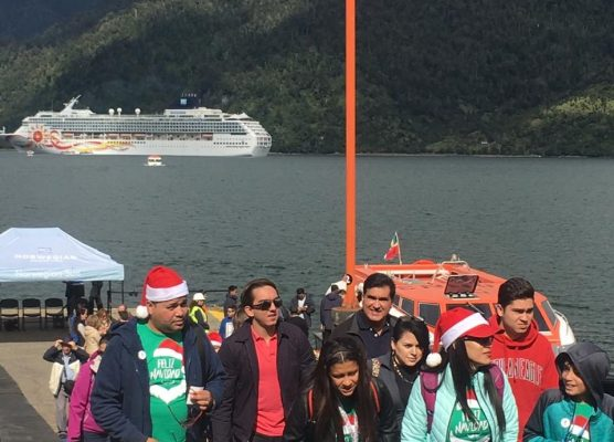 """Norwegian Sun realiza """"escala navideña"""" en Puerto Chacabuco"""