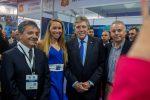 El Ministro de Defensa, Alberto Espina, visitó el stand de Puerto Ventanas