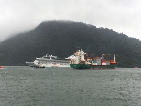 Crucero Marina visita Puerto Chacabuco