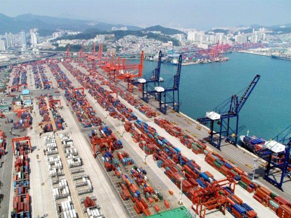 Puerto chino de Ningbo-Zhoushan registra tráfico de contenedores récord -  PortalPortuario