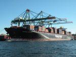 Logran controlar incendio de contenedores en buque de Hapag-Lloyd