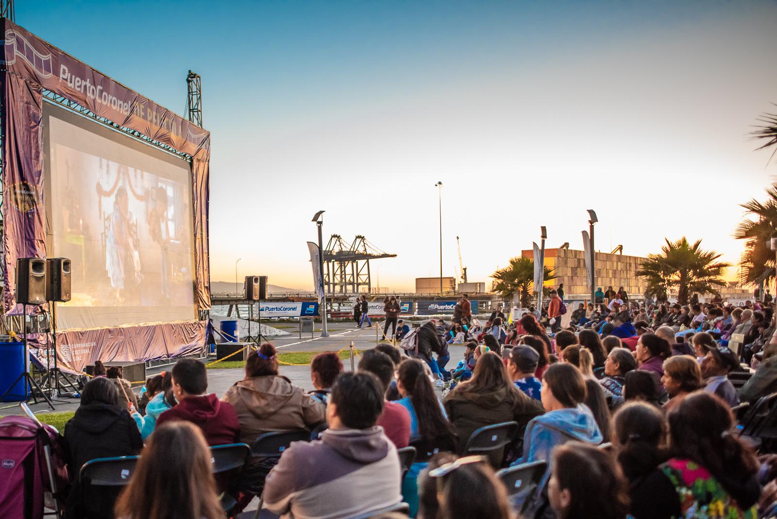 Puerto Coronel realiza su quinta edición de ciclos de cine al aire libre
