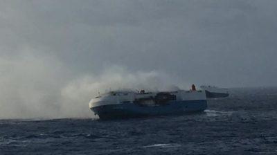 Un barco con 3500 autos Nissan quedó a la deriva