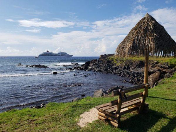 Crucero MS Europa realiza parada en Isla de Pascua