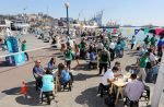 Vecinos participan en taller comunitario impartido por llegada del Peace Boat a Puerto Valparaíso