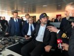Ministro del Interior de Italia en el puente de mando del nuevo crucero de Costa