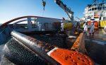 Buques franceses y españoles efectúan limpieza por derrame de petróleo causado tras hundimiento del Grande America