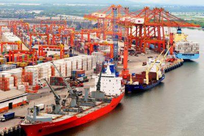 Resultado de imagen de Sistema portuario de Guayaquil atiende 224 naves en enero