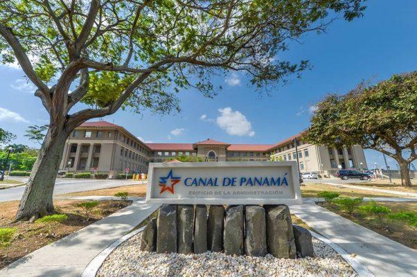 Canal de Panamá y  dos compañías portuarias firman acuerdo para facilitar distribución de vacunas contra el Covid-19