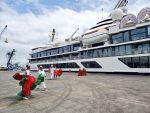 Realizan bautizo y cambio de bandera del Celebrity Flora en el Puerto de Manta