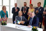 Reyes de Los Países Bajos presencian firma de acuerdo entre puertos de Ámsterdam y Cork