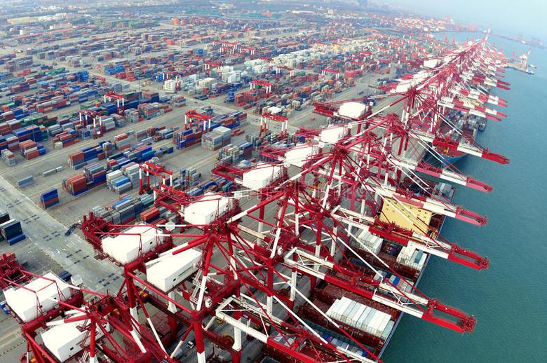 Dos portuarios de Qingdao dan positivo al Covid-19 tras manipular mariscos importados