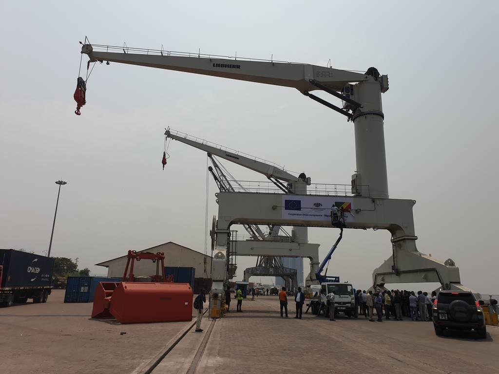 Puerto fluvial congoleño recibe nuevas grúas para manejo de contenedores