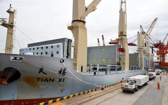 Buque de Cosco Specialized Carrierscompleta viaje desde Helsinki a Qingdao por la ruta del mar del norte