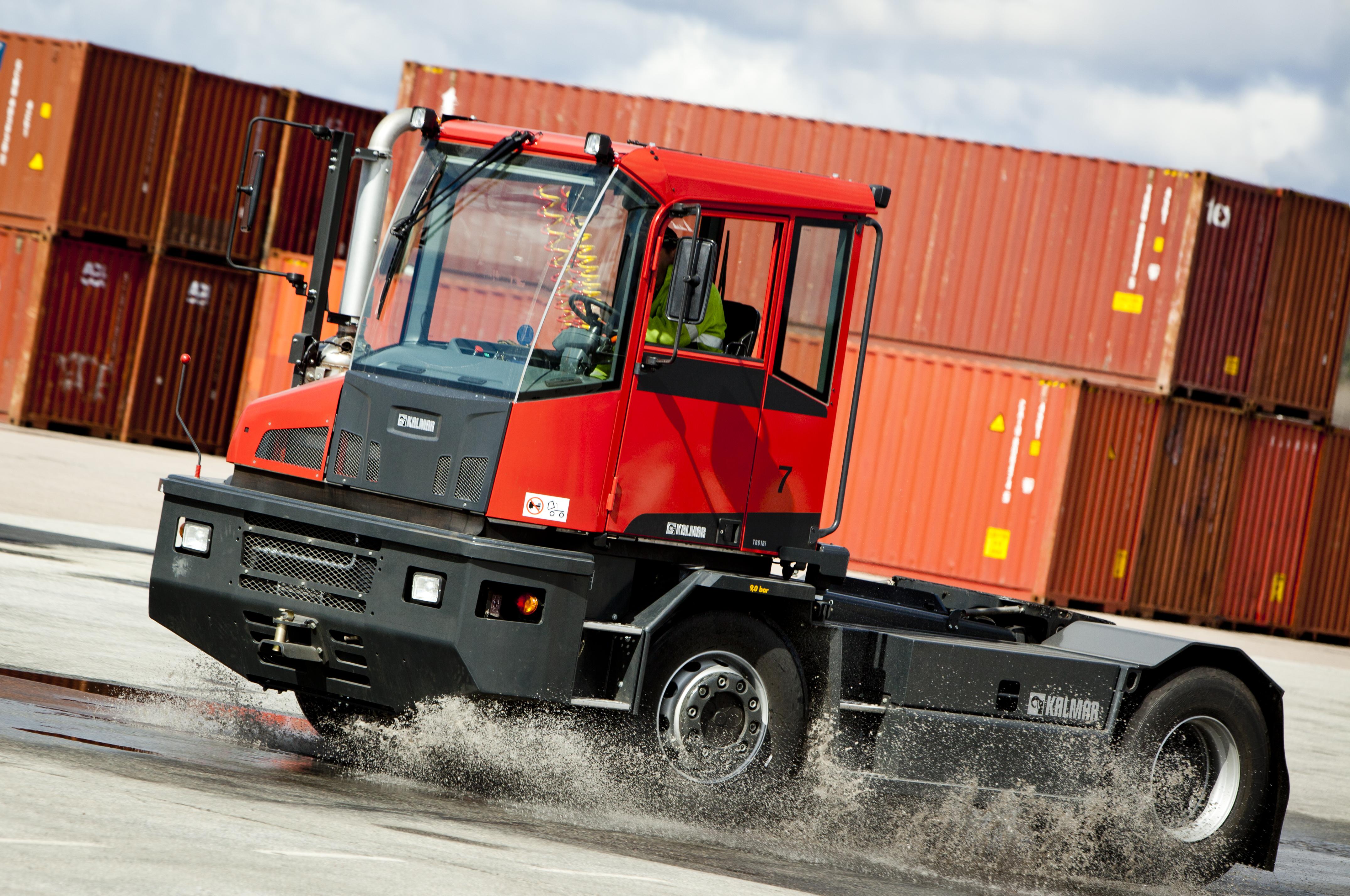 Kalmar entrega 10 tractores a terminal de contenedores de Puerto de Livorno