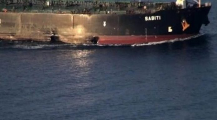 Irán libera imágenes del daño a petrolero atacado frente a costas de Arabia Saudita