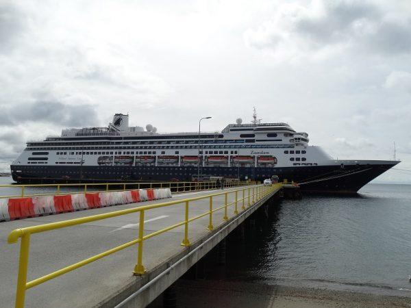 Zaandam recala a Punta Arenas y se convierte en la primera nave internacional de la temporada - PortalPortuario