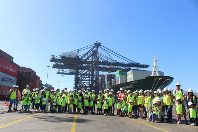Familias de trabajadores visitan San Antonio Terminal Internacional